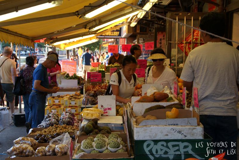 blog pvt canada whv toronto ontartio couple voyage travel tour du monde marche chinatown legumes fruits