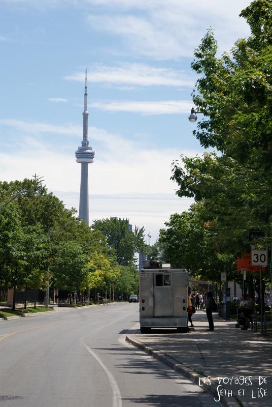 blog pvt canada whv toronto ontartio couple voyage travel tour du monde cn tower rue street