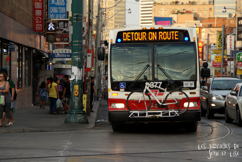 blog pvt canada toronto couple voyage tour du monde travel whv ontario street insolite chinatown cicrulation velo bus