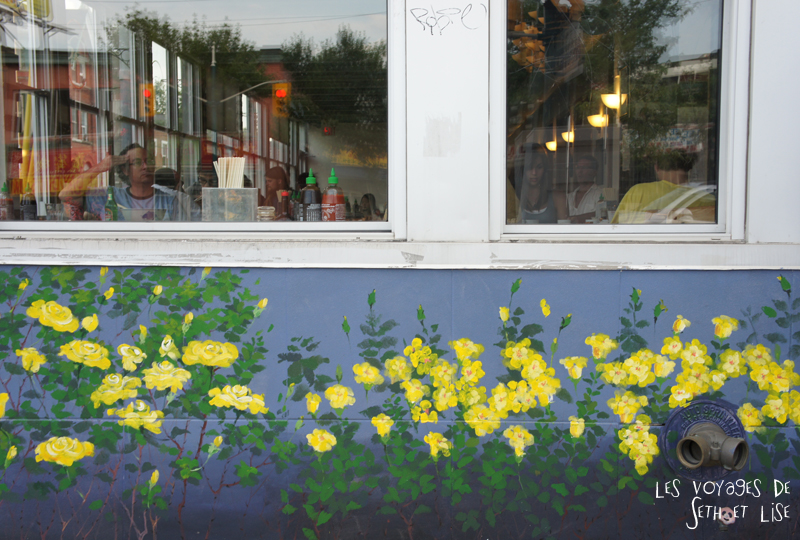 blog pvt whv canada toronto travel voyage kensigton chinatown couple vitrine resto restaurant