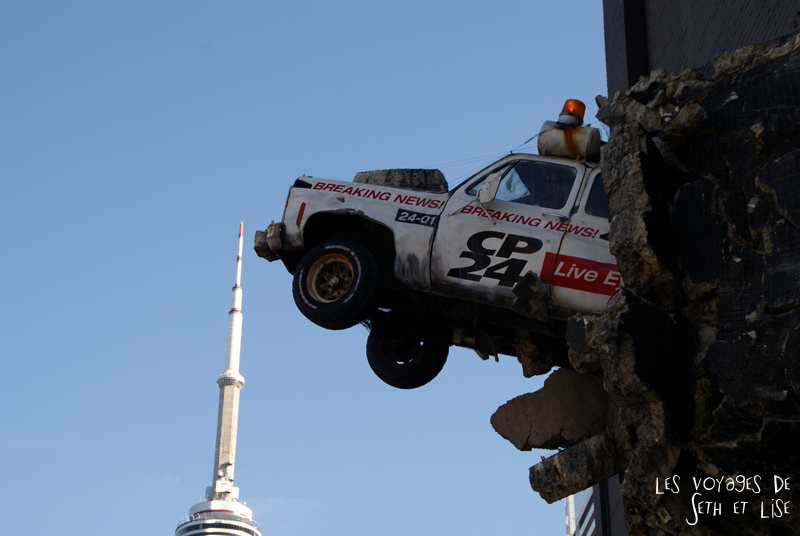 blog pvt canada whv toronto ontartio couple voyage travel tour du monde car voiture publicite advertising