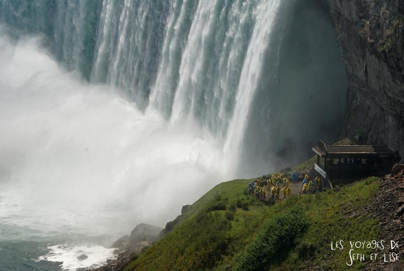 niagara falls chutes ontario canada pvt blog tourisme cascade nature couple touristes mouilles