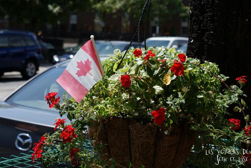 blog voyage canada pvt toronto kensington pedestrian market hippie chill flower flag drapeau canada