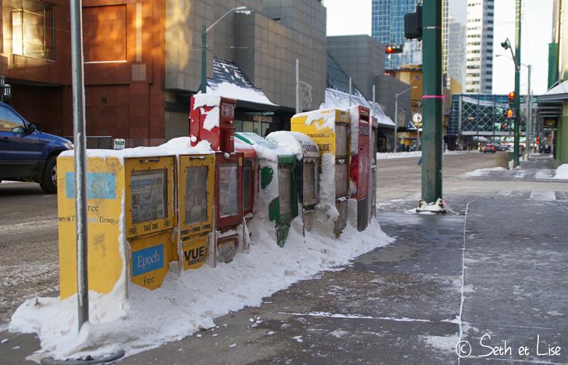 blog voyage canada photo pvt edmonton alberta journaux box boite news neige