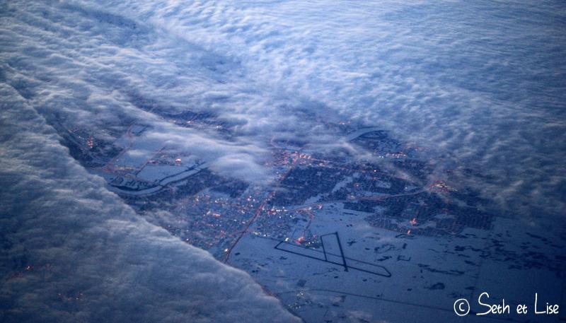 blog voyage pvt canada whv vol avion westjet nuage ciel lumiere ville