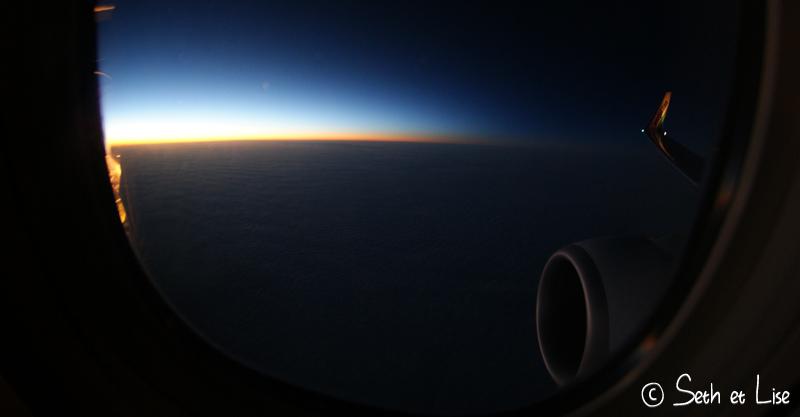 blog voyage pvt canada whv vol avion westjet nuage ciel leve soleil