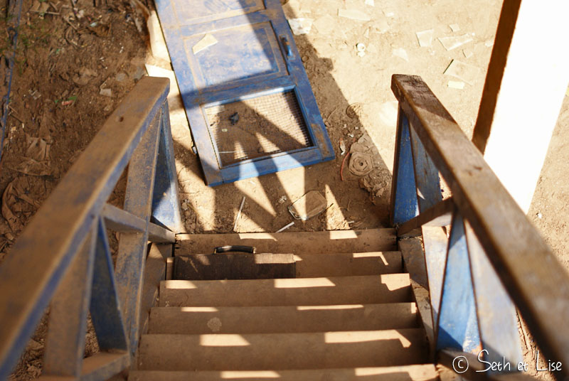 urbex-laos-school-stairs.jpg