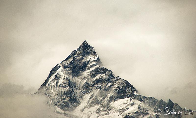 On admire (et on plaint en même temps) les alpinistes qui ont eu la bravoure d'escalader cette montagne !