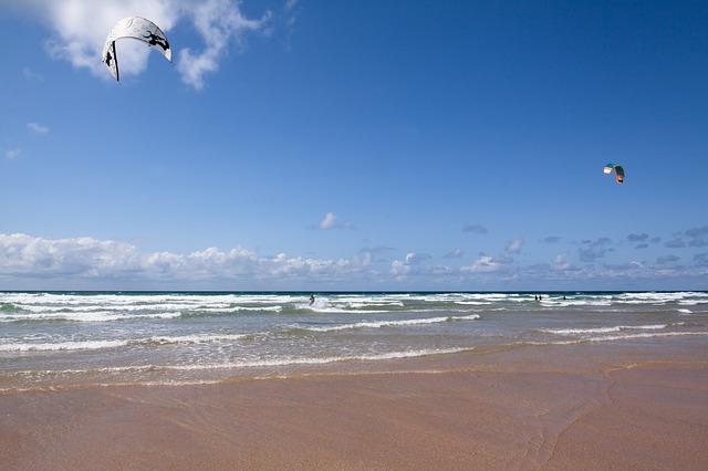 kitesurfer-418941_640