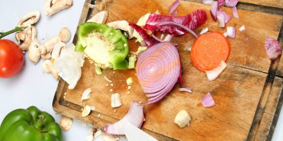 landscape-1429642940-cutting-board-vegetable-scraps