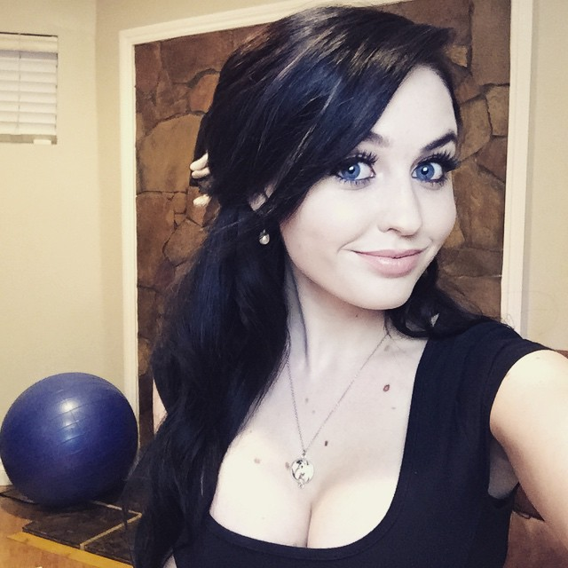 SuperMaryFace Sexy and Cleavage Pictures (40 pics) - Sexy