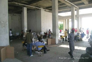 A polling station at Building 2004 on the outskirts of Cite Soleil remained empty as voters stayed away. The same location was the site of throngs of anxious voters in the presidential elections of February 2006. - Photo: © 2009 Haiti Information Project, Jean Ristil