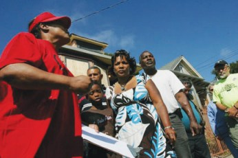 "ACORN Home Defender Martha Daniels, who has also been threatened with a foreclosure eviction, vows solidarity with the Alberti family as they fight to reclaim their home from foreclosure. A protest rally has been called for Friday, July 31, 5 p.m., in front of the house at 1698 10th St. at Willow in West Oakland. ""A good turnout could raise the anti-foreclosure struggle in the Bay Area to a new level,"" says activist Bill Chorneau. – Photo: David Bacon"