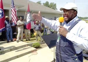 In Tennessee, 300 Black farmers take over a USDA office, protesting loan discrimination. – Photo: Greg Campbell, AP
