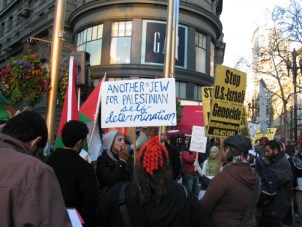 Palestinians were joined in the Saturday protest by many Jews, while other Jews, supporting Israel, held a counter-demonstration across the street. – Photo: Judith Scherr