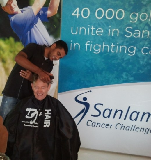 Nic Lanham-Tournament Director of the Sanlam Cancer Challenge showing his support for CANSA Shavathon-2012