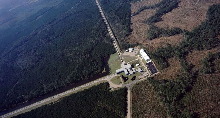LIGO from the sky with the interferometer arms