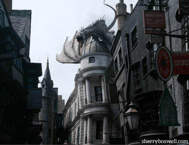 fire breathing dragon at Diagon alley at Universal Studios Orlando