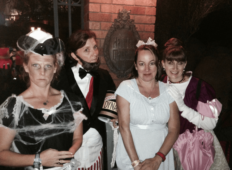 halloween-party-at-haunted-mansion-with-friends