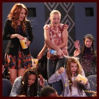 "Photos: Kat McNamara Guest Stars on a Messy New ""Jessie"""