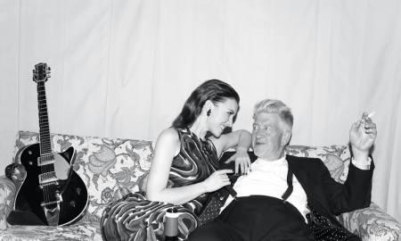 Chrysta Bell, con David Lynch en una imagen promocional
