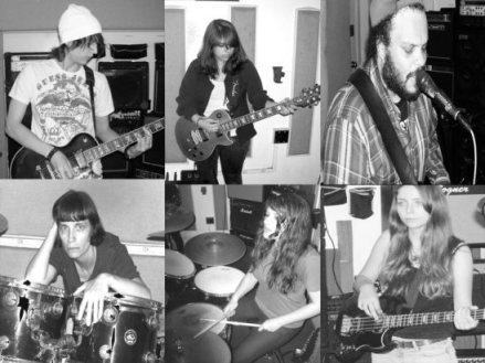 Collage promocional de la banda, con todos sus miembros