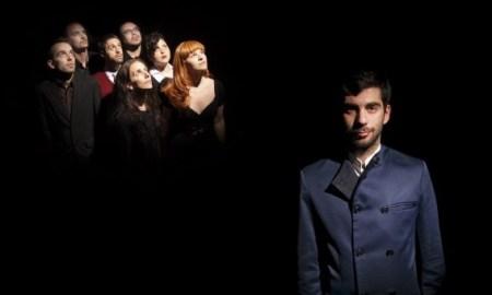 Evripidis con su formación, en una imagen promocional // Jordi Marín, Estele Román