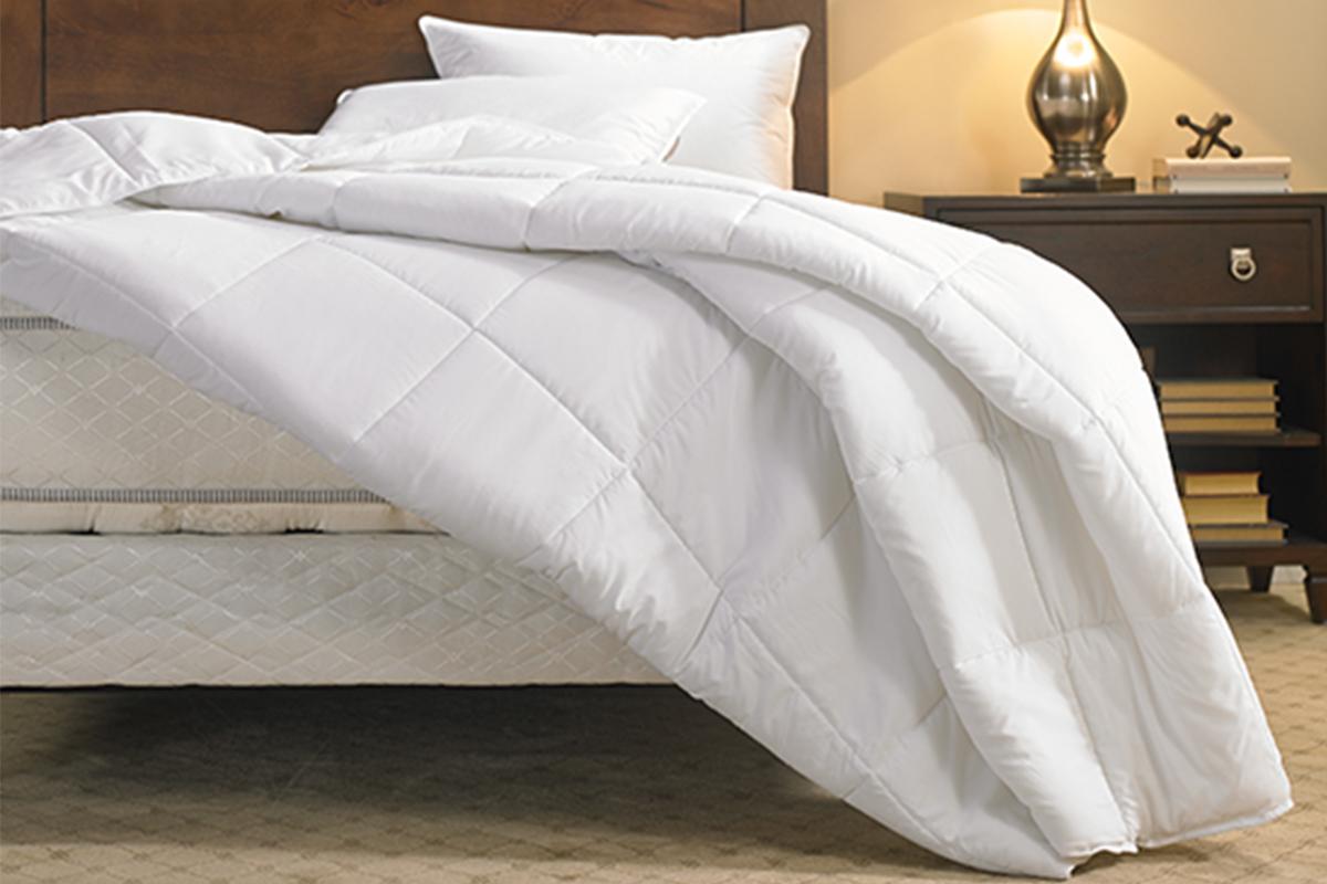 Stunning Quilt Hiltongardeninn Duvet Comforter Hgi 112 1 Xlrg Difference Between Down Alternative Comforter Duvet Duvet Difference Between Comforter houzz-02 Difference Between Comforter And Duvet
