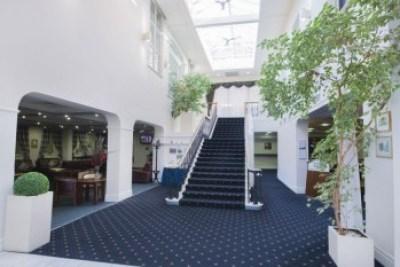 whitehouse-hotel-worcester-entrance-press