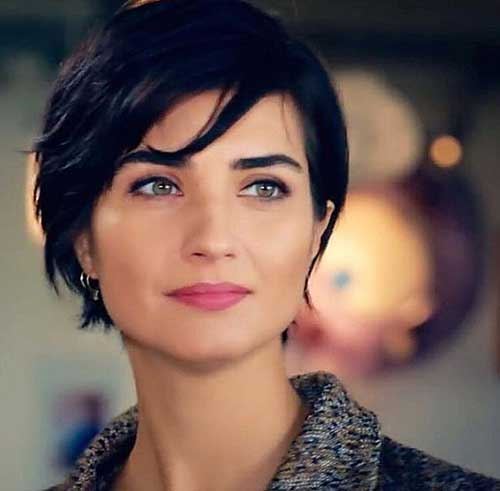 Tuba Buyukustun Cute Short Hairstyle