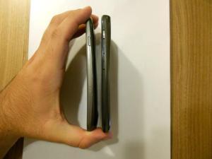 Razr Maxx x Galaxy Nexus - Lateral