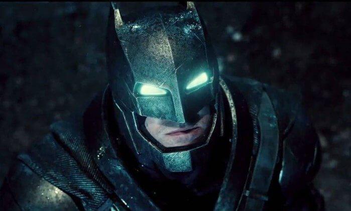 "Batman com sua armadura ""a prova"" de Super-homem"