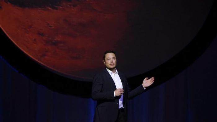 Elon Musk propõe nave para levar 100 humanos a Marte em 80 dias