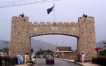 Blast near police mobile inures 3 in Peshawar