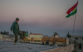kurdish-forces-celebrate-after-taking-sinjar-body-image-1447460859