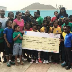 Group picture members of SCAI and students of Aves with cheque.