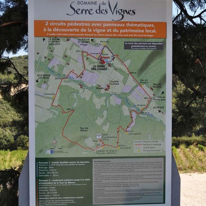 Panneau départ sentier viticole Serre des Vignes (26)