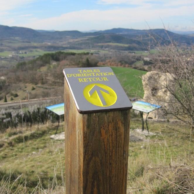 Borne directionnelle sentier historique Mirabel (26)