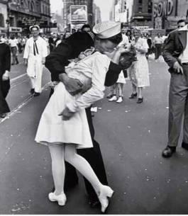 kiss_alfred_eisenstaedt_sfw1.jpg