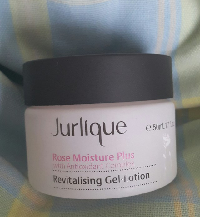 5.Julique Rose Moisture Plus Revitalizing Gel-Lotion 【价钱请咨询Jurlique专卖店】