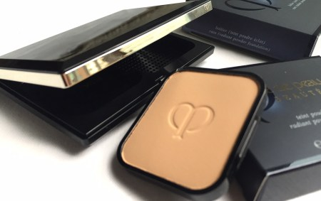 Cle de Peau Beaute Radiant Powder Foundation