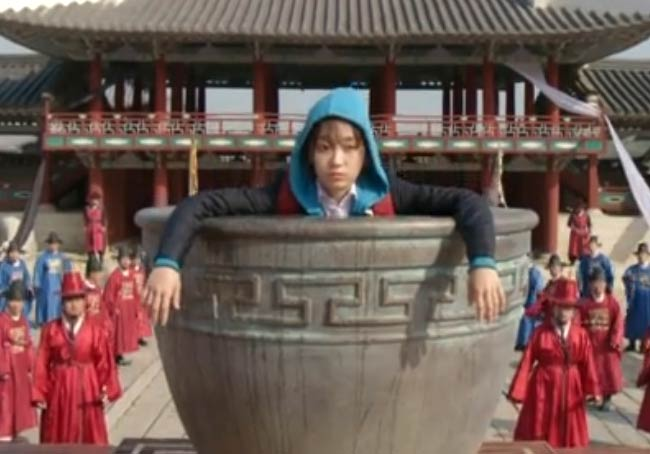 Dan-Bi travels to ancient Korea (Joseon); Splash Splash Love