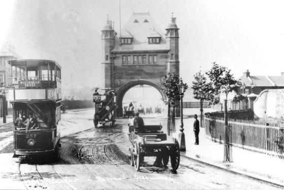 A short history of Greenwich Peninsula river crossings