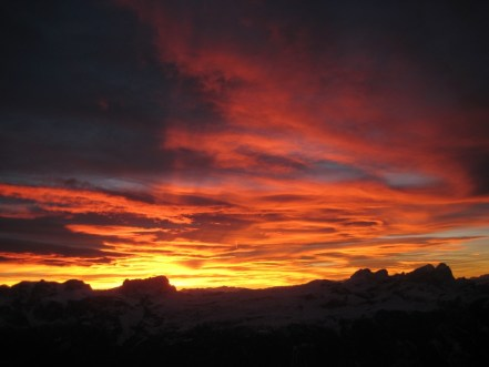 Roter Himmel von Biwak der Route Wüstenblume
