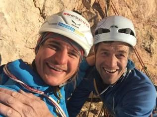 """""""Berg Heil"""" Simon Gietl und Adam Holzknecht am Gipfel"""