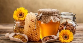 40 Incredible Uses For Raw Honey That Will Blow Your Socks Off