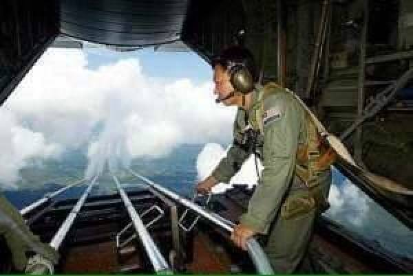 EXPOSED-Photos-From-INSIDE-Chemtrail-Planes-15