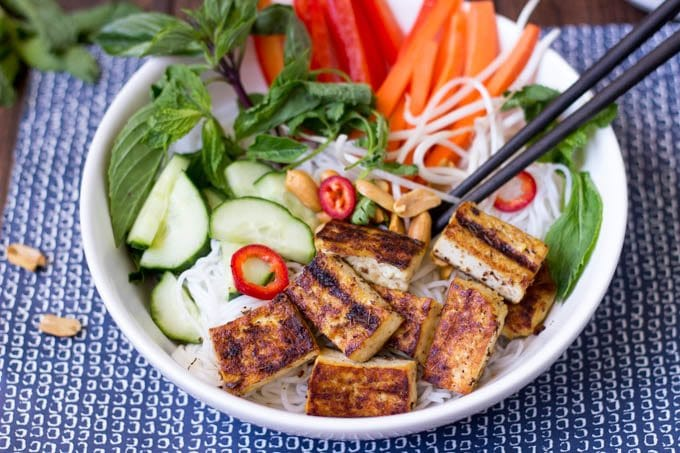 vietnamese noodle salad with grilled tofu and peanuts