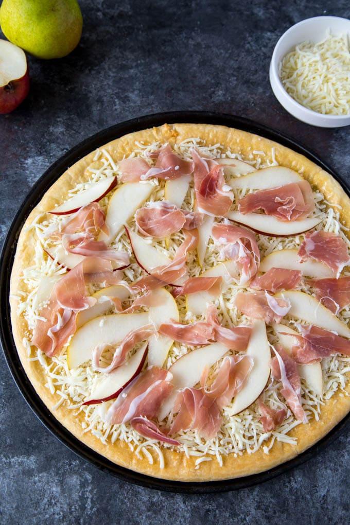 pear and prosciutto pizza 1