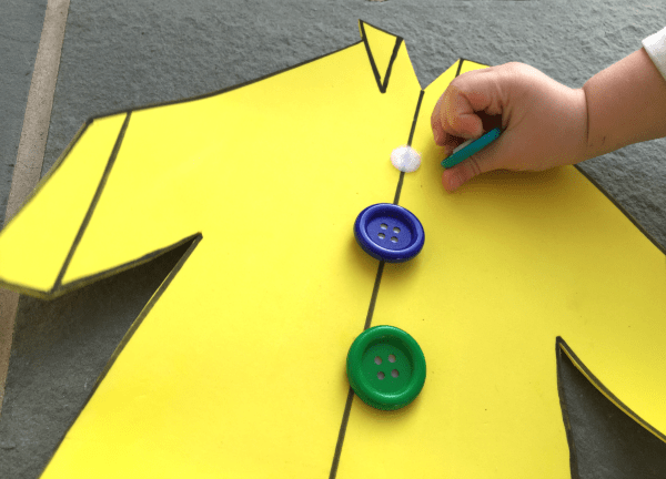 Contando el cuento con manipulativos en Simple Play Ideas